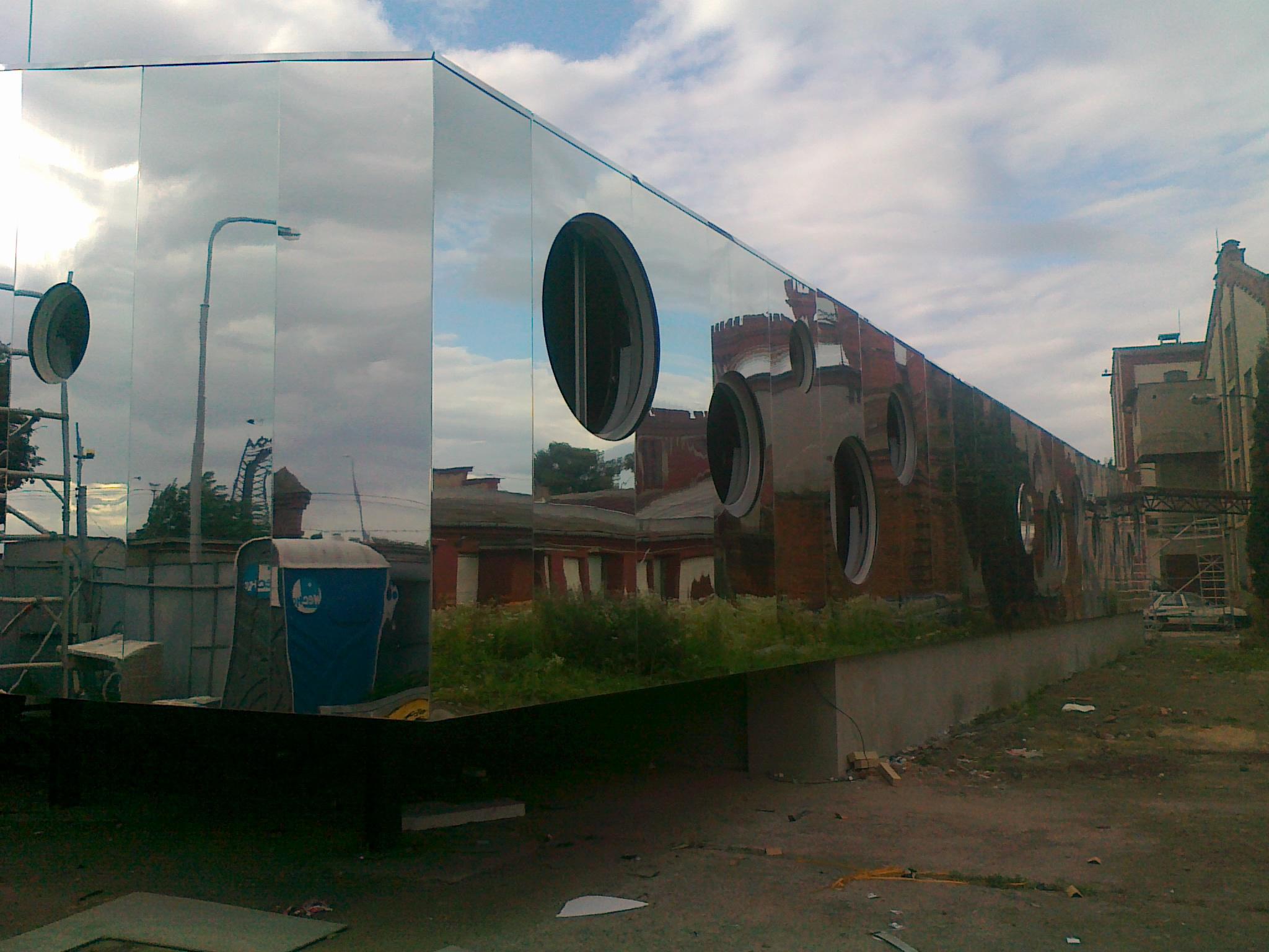 zrcadlová odvětraná fasáda